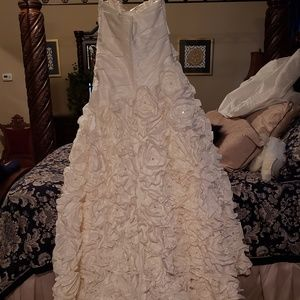 Dresses & Skirts - Da Vinci wedding dress.